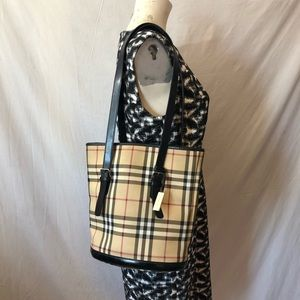Burberry London bucket nova check bag